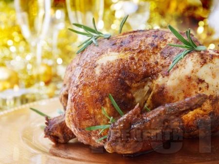 Пълнено коледно пиле със сирена - снимка на рецептата
